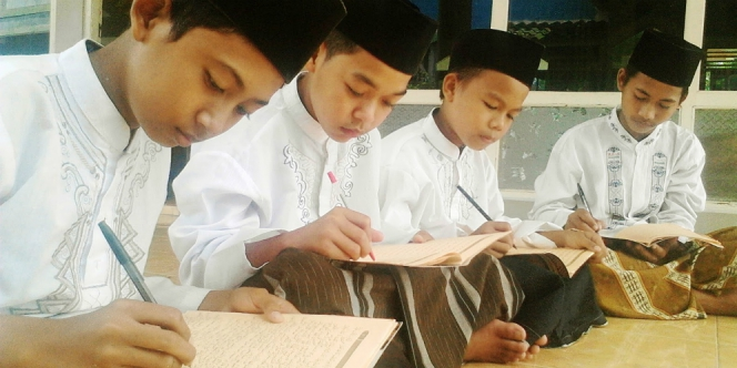 Dedy Mulyadi dan Sekolah Kitab Kuning Jabar.jpg