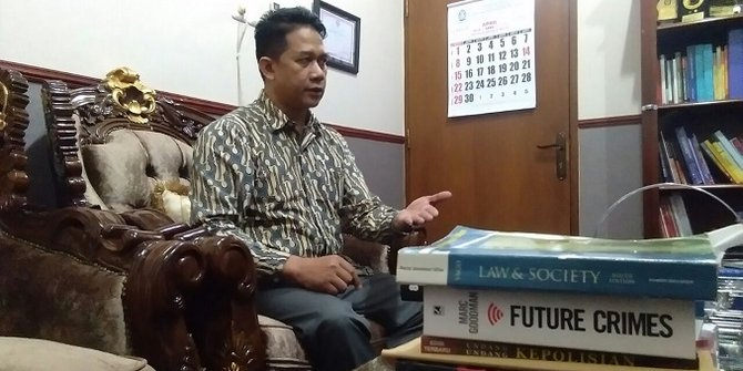Guru besar hukum Undip Prof. Suteki.jpg