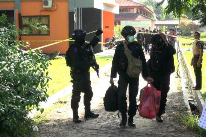 Teroris di Kampus Riau.jpeg