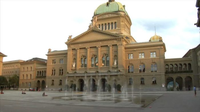 Gedung Parlemen Swiss.jpg