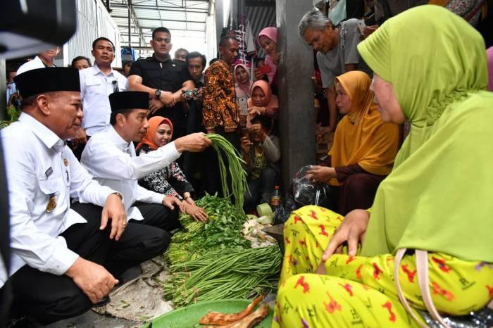 Jokowi sidak Ke pasar.jpg