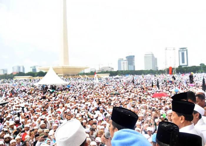 Dari-212-hingga-812-'Copy-Paste_-Populisme-di-Indonesia-dan-Malaysia-1