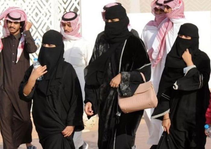 wanita-arab-saudi-protes